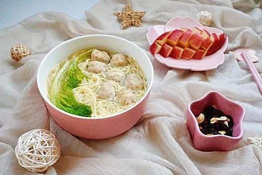 肉丸挂面汤-三吉福挂面食谱-拉面食堂-三吉食品